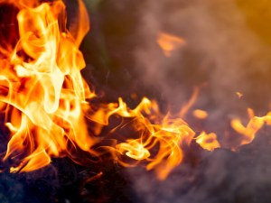 Голям пожар избухна в химически завод в Истанбул