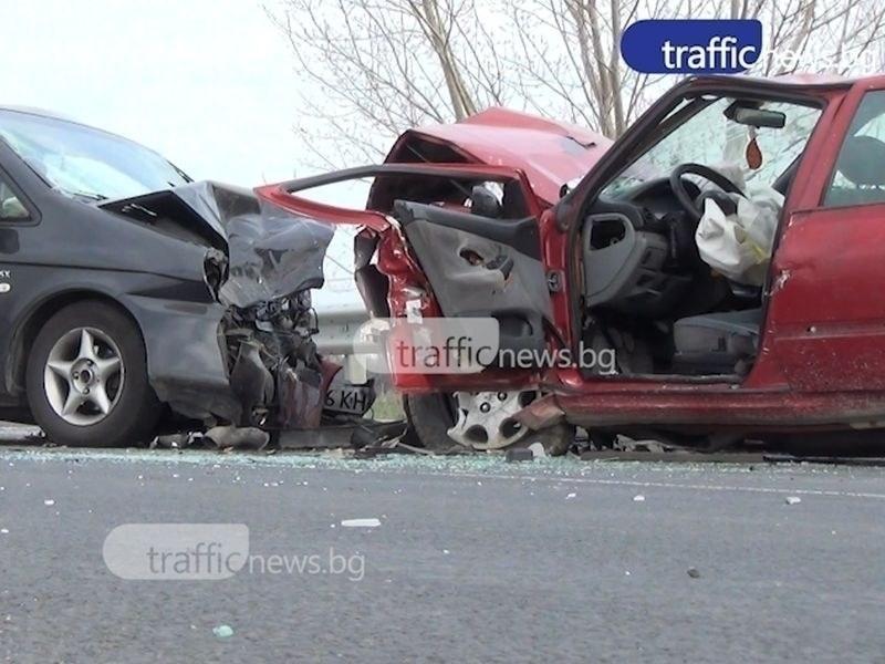 28-годишен шофьор пострада при челен удар край Пловдив