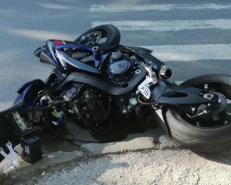 Моторист реши да избяга от проверка, блъсна полицай и патрулка