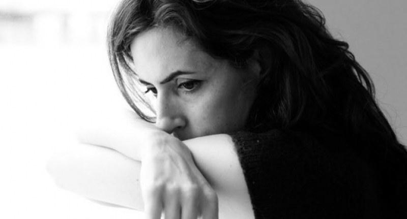 Хората между 25 и 34 години са най-нещастни