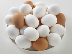 Белите или кафявите яйца са по-полезни?