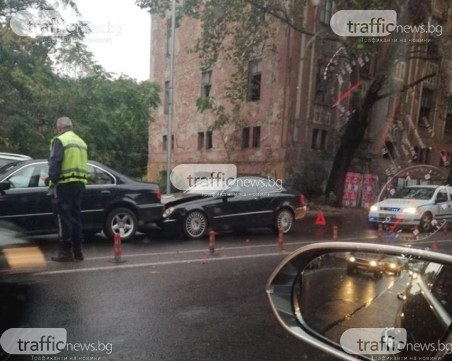 Верижна катастрофа затапи булевард в центъра на Пловдив