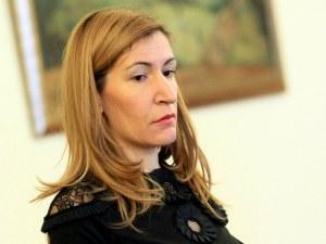 Ангелкова го измисли: Държавата плаща на блогъри да рекламират България
