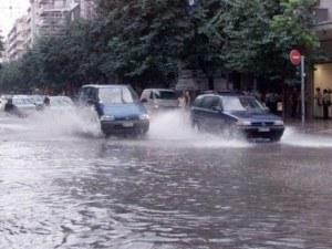 Поройни дъждове в Северна Гърция, десетки къщи в Солун са наводнени