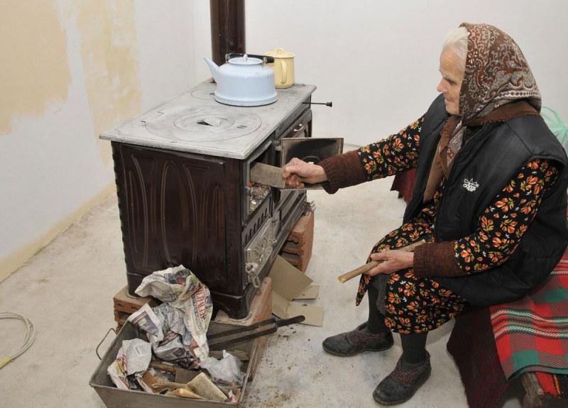548 домакинства в Търново сменят печките си на дърва и въглища