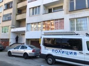 Мъж стреля и се барикадира в дома си в София, 17 часа не могат да го изведат
