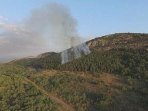 Пожар край Стара Загора затрудни движението, запалил се е горски масив
