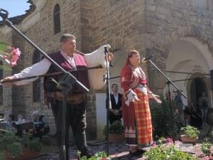 Валя Балканска пя на събора в село Старо Стефаново