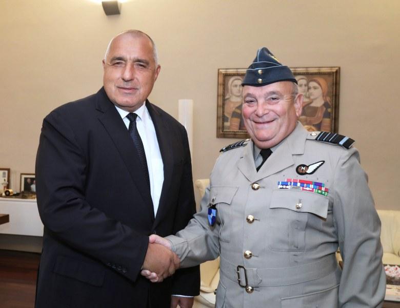 Премиерът увери: Инвестираме в отбраната, изпълняваме ангажиментите към НАТО