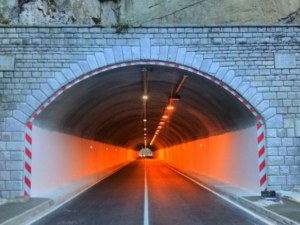 Тунел на пътя Асеновград - Пловдив без осветление за цял месец