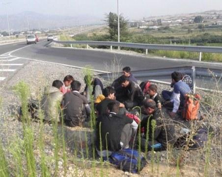 Разбиха канал за нелегални мигранти от Гърция за България, 22-ма са в ареста