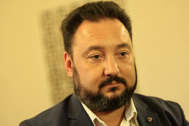 Шефът на БНР събра кураж: Плаши със съд и отрича за натиск