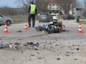 Слагат камери за скорост на пътя Стара Загора – Казанлък, след като моторист загина при удар в крава