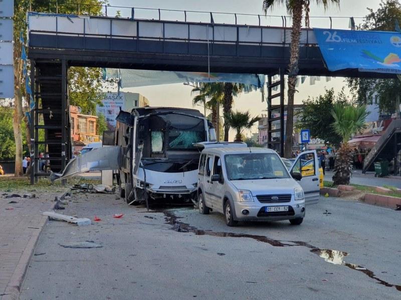 Бомба се взриви край автобус в Турция, 5 души са ранени
