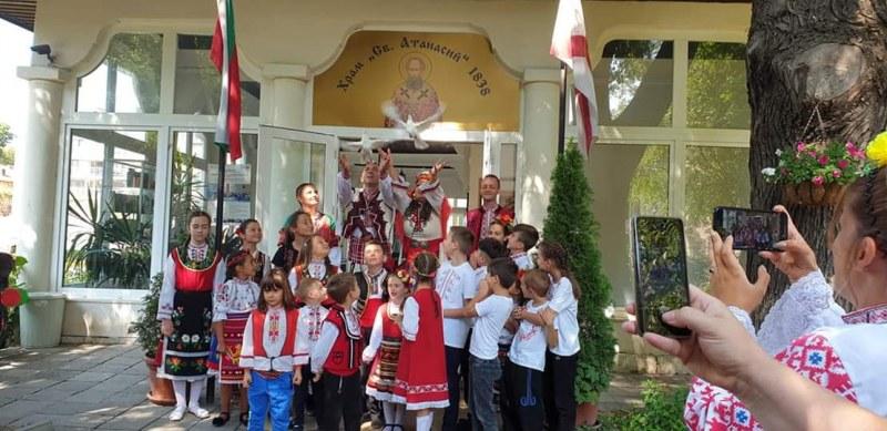 Възраждане на българското: Варненци станаха свидетели на уникална етно сватба