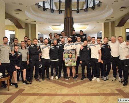 Скъп подарък за рожденика Митко Илиев, Локо започва защитата на Купата