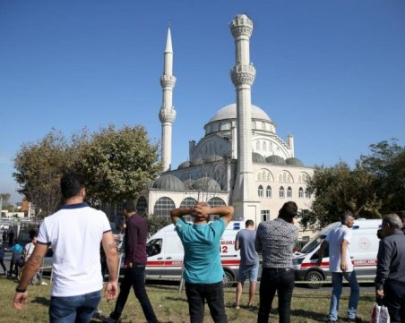 Двама души са загинали, а 40 са ранени след силното земетресение в Истанбул