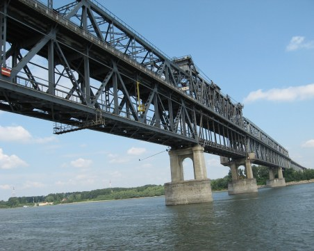 Затварят Дунав мост за час