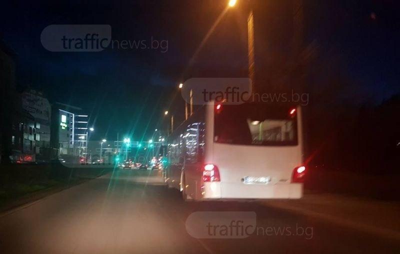 Пловдивчани чакат автобуси фантоми на спирките по тъмно, други биват подминавани като малки гари
