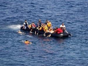 Лодка с мигранти се обърна в Егейско море, има загинали