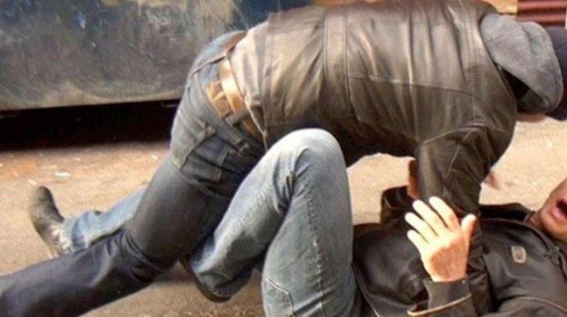 Двама мъже нападнаха собственик на голяма верига, опитаха да му отмъкнат 55 бона