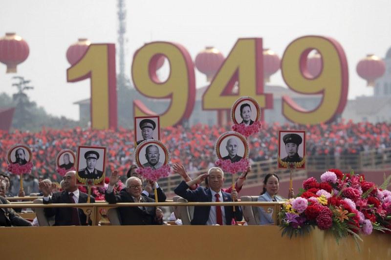 Грандиозен военен парад в Китай! Страната празнува 70 години комунизъм