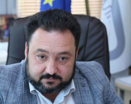 Шефът на БНР върви към оставка, но може да завлече и Великова