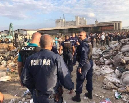 След смъртта на жена в Сливен: Роми заплашват да изхвърлят боклука си пред общината