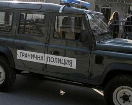 3 каналджии и 9 нелегални мигранти са задържани до българо-гръцката граница
