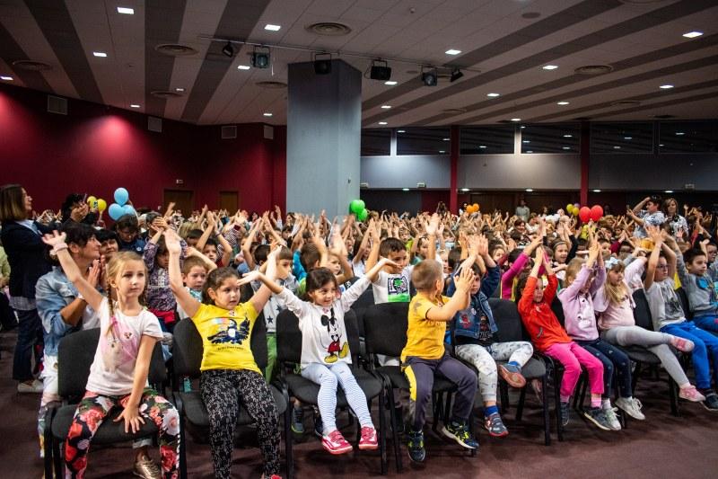 С песни и танци над 450 деца в Пловдив се учиха как да се пазят на пътя