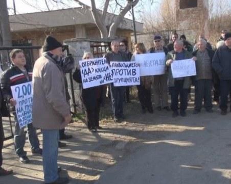 Протест блокира изхода на Черноморец заради отнети земи