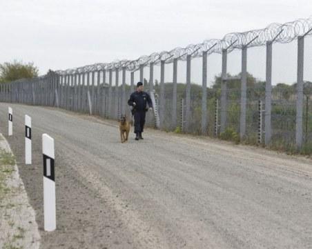 Спипаха трима каналджии и 9 мигранти край границата с Гърция
