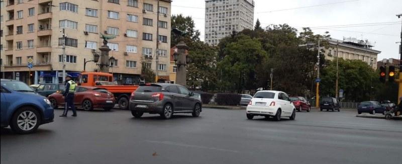 Пълна лудница на Орлов мост в София, светофарите спряха