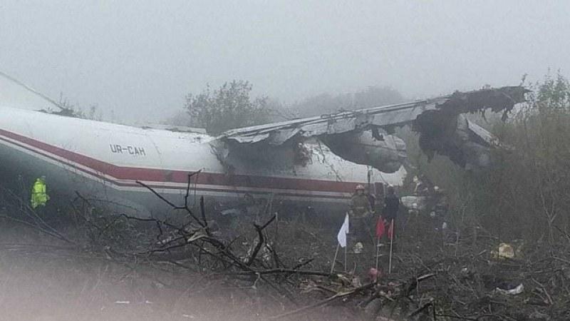 Трима души загинаха при аварийно кацане на самолет в Украйна
