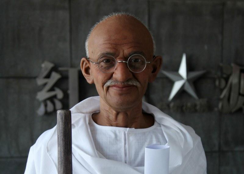 В деня на рождението на Махатма Ганди: Откраднаха част от праха му
