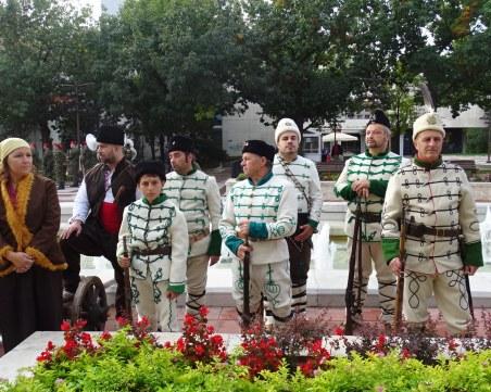 С парад на униформи и знамена-реликви честват Освобождението си в Благоевград