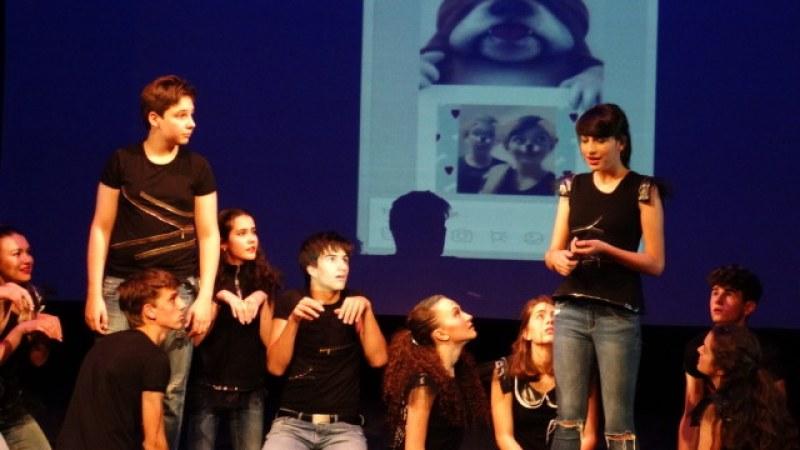 Театър от тийнейджъри за тийнейджъри гостува в Пловдив