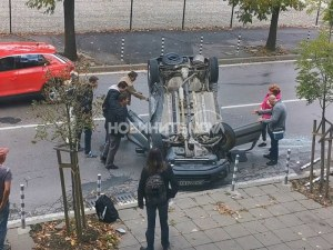 Четири коли се сблъскаха в София, едната се обърна по таван