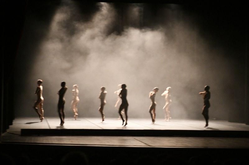 Жестоко красива танцова вечер подари на Пловдив Шарон Еял
