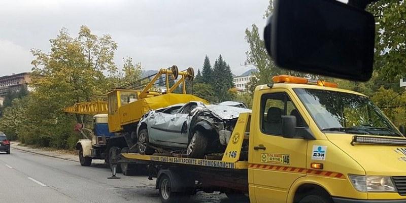 18-годишен шофьор се обърна с кола в река в Смолян