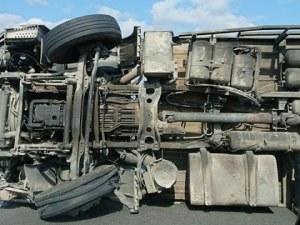 Пиян шофьор обърна камион, пълен с прасета на АМ Тракия