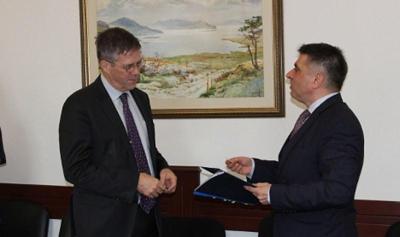 Австралия обвини министър Кирилов в манипулация за Полфрийман