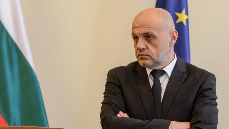 Дончев: Има замесени партии и политици в паниката за отнемането на децата