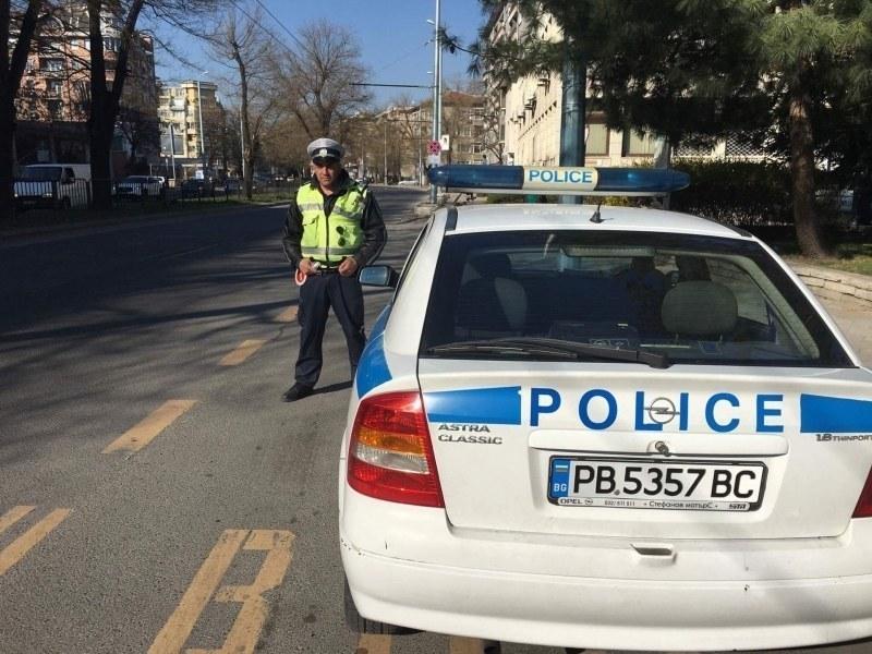Младеж се опита да се измъкне от полицаи в Пазарджик, даде чужда шофьорска книжка