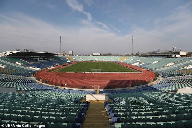 Агенти под прикритие гледат мача България – Англия