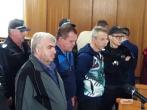 Тримата инспектори от ДАИ-Пловдив остават в ареста, въпреки влошеното състояние на близките им