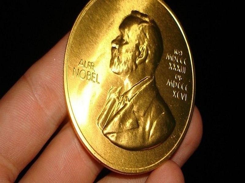 За първи път: Връчиха две Нобелови награди за литература