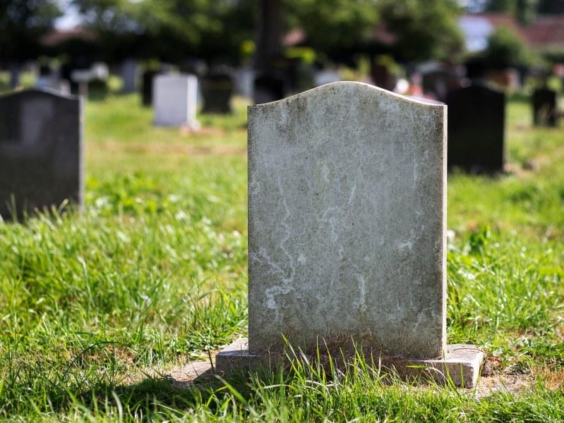 Мъж се завърна в дома си в Индонезия след... собственото си погребение