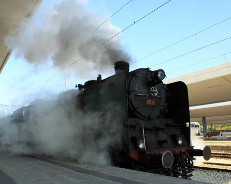 Личният вагон-салон на цар Борис III радва пътниците към Кюстендил