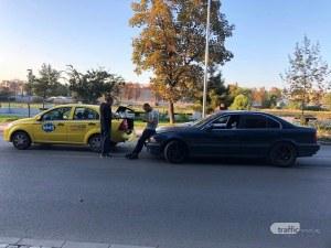 БМВ блъсна такси на кръстовище край Марица в Пловдив
